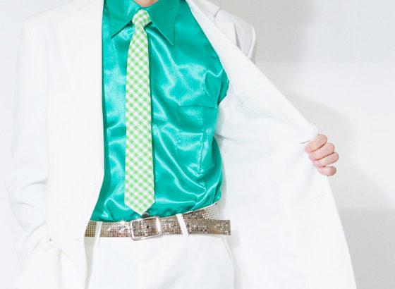 光沢美しい当店オリジナル「サテンシャツ」。カラーでガラッとイメージが変わる!値段も手頃で嬉しいステージ衣装。